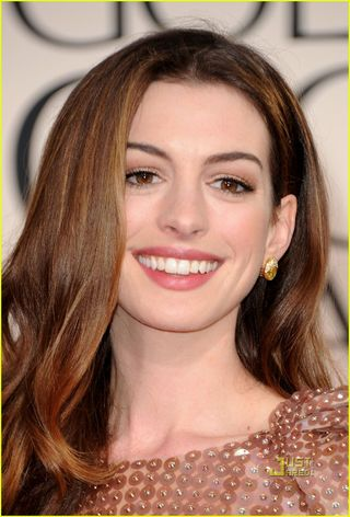 Anne Hathaway At Golden Globes 2010. Anne-hathaway-golden-globes-